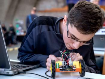 Podstawy elektroniki i programowania z Arduino
